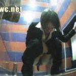 Camera cachée femme qui fait caca et pipi