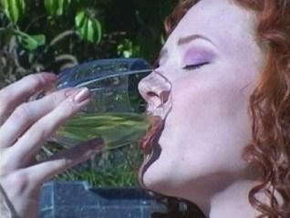 Elles sont jeunes, jolies, chaudes, et elles pissent partout et boivent de l'urine