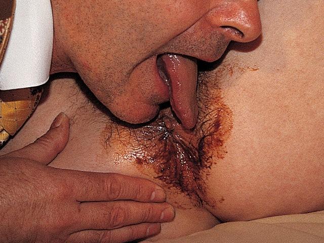 Il léche le cul plein de merde de sa maitresse