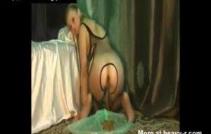 femme Amateur fait caca diarrhée devant sa webcam