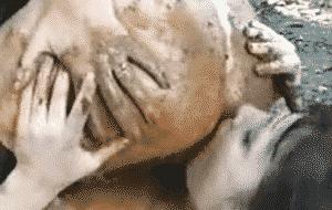 Deux lesbiennes scato se chient dans la bouche et se lèche le cul