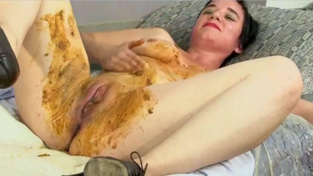 Massage a la merde avec s'être chié dessus – webcam scato