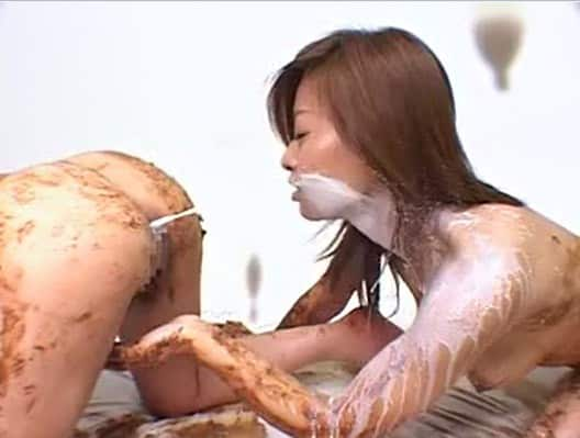 Partie enema extrement sale entre deux japonaises totalement scato