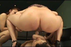 Japonaises dominatrice scato nourrissent un mec avec leur merde