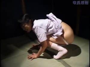 Hallucinant japonaise vomit tout en faisant caca