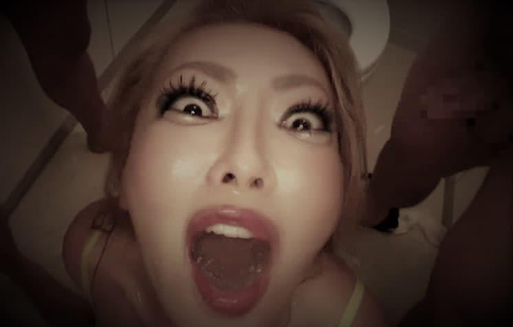 Japonaise fofolle se gargarise de pisse chaude