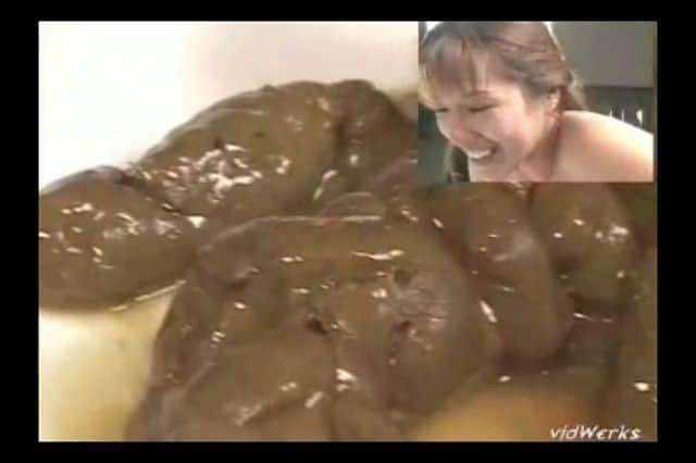 scato chie et goûte sa merde pour la premiere fois