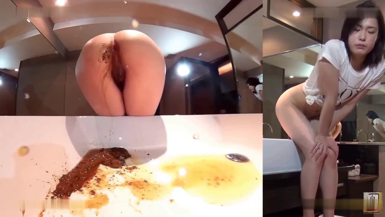 constipée jeune femme a la chatte poilue chie dans le lavabo
