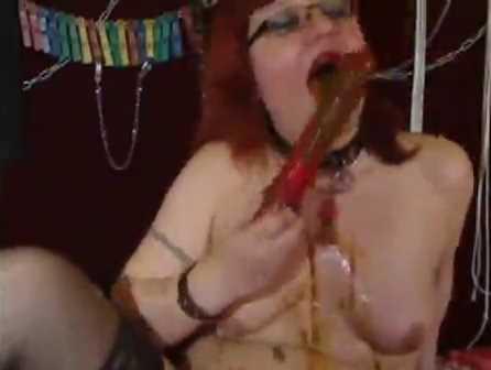 grand mere fait du sale en webcam [vomi caca]